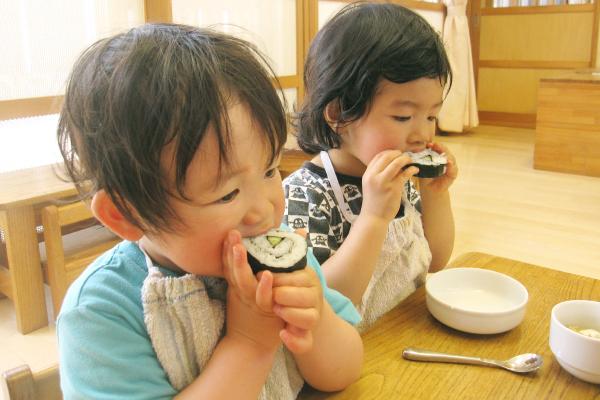 豊川保育園の料理保育風景